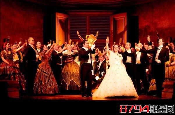 西方歌剧在中国/中央歌剧院在1956年制作了《茶花女》