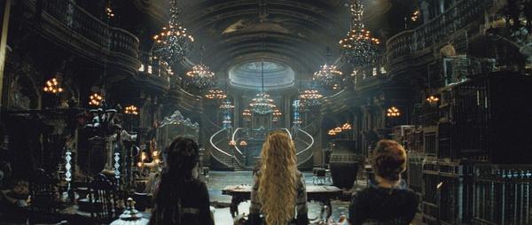 """这几天因为看了""""Kingsman""""后和打了鸡血一样,开始挖导演Matthew Vaughn的老坟。发现真是个神一样的存在,IMDB导演头衔只有五部片子,第一部是个独立制作""""Layer Cake"""",然后第二部直接就是大制作《星尘》,第三部《海扁王》,第四部《X战警:第一战》,第五部就是今年这个""""Kingsman""""。李安也是一样, 拍完独立制作父亲三部曲里最后一部《饮食男女》后就直接执导《理性与感性》了。《星尘》是自己很早看的片子,那"""