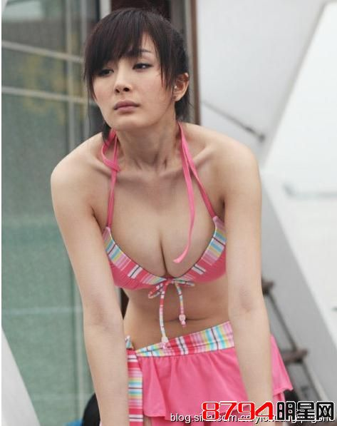 杨幂自拍照被指胸部缩水昔日豪乳露沟照曝光(图)
