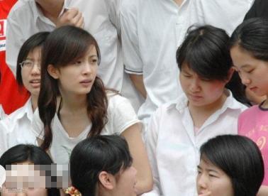 29岁辣妈杨幂十年前清纯旧照曝光(图)