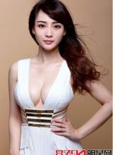柳岩韩国录制节目摔倒险坠台,会有人同情她吗?