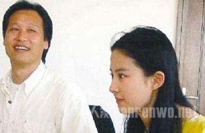 继父操我妈_网曝刘亦菲和她的妈妈被同一个男人包养 刘亦菲和继父