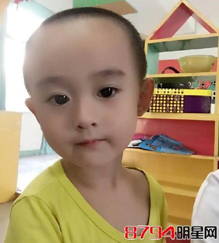 小男孩撞脸赵丽颖 大眼包子脸相似度%