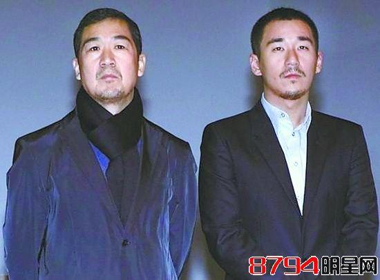张默与父亲张国立合影