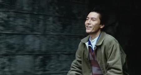 他曾红过周润发帅过刘德华,孤儿出身的他至今孤身一人无儿无女