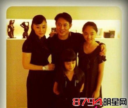 利智近照和老公李连杰以及两个女儿-李连杰老婆利智个人资料身高三