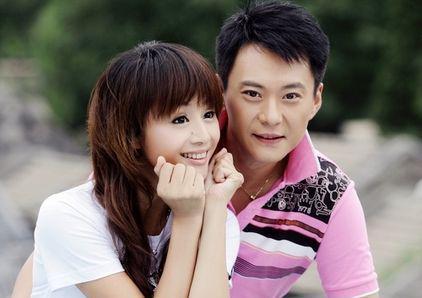 她曾是何炅的老搭档、却是美容美发毕业,如今老公帅气、儿子萌翻