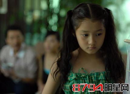 """关晓彤小时候是""""小倾城""""长大后成了""""倾国"""" 童星中最美"""