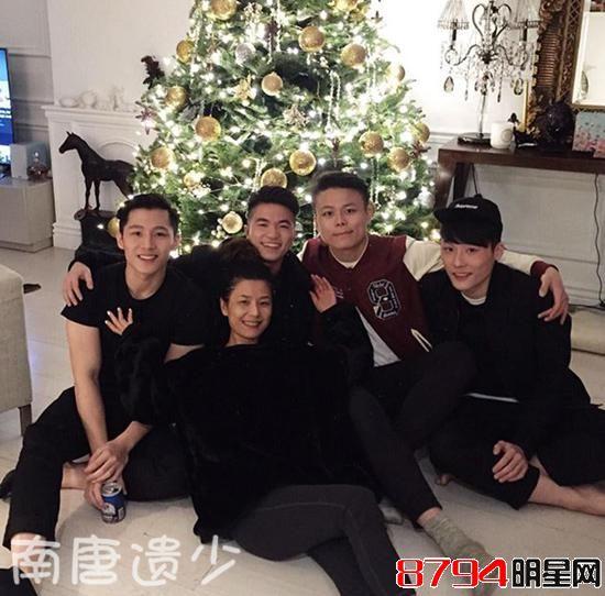 镇业和前妻姜坤21岁双胞胎帅儿子近照曝光