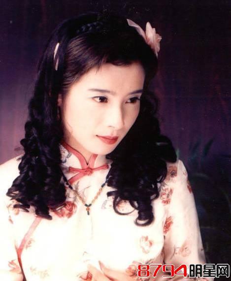 琼瑶曾说:岳翎,她是个很好的演员,很会演戏,演什么像什么,长得.图片