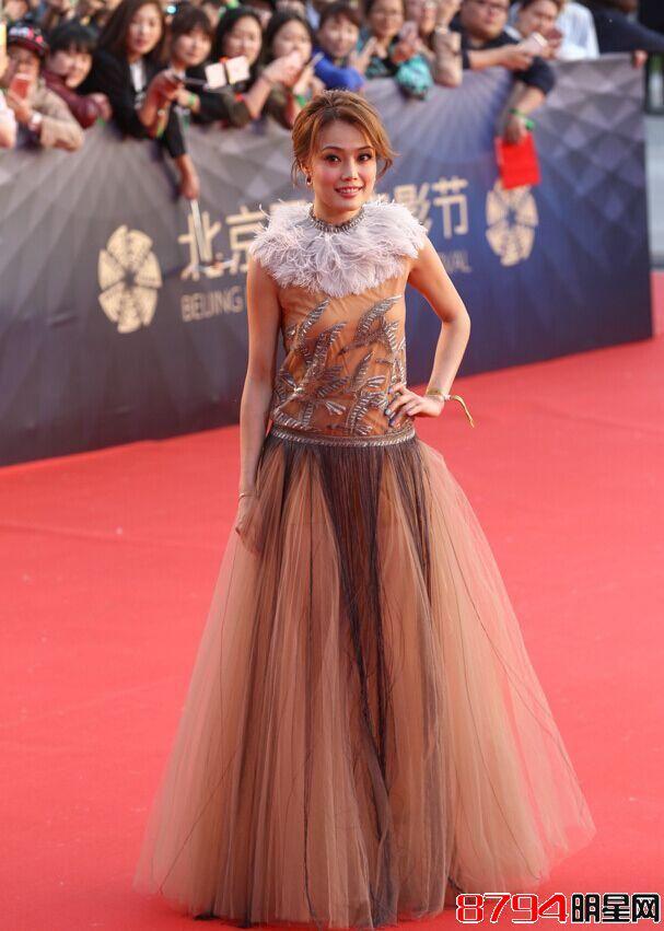北京电影节闭幕式红地毯热闹非凡,撑颜值却是许晴朱茵等不老女神