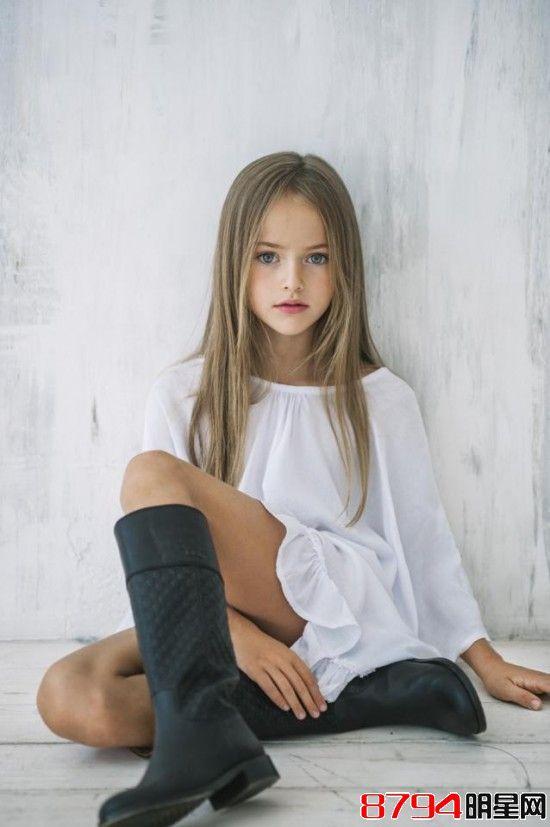 俄罗斯9岁女孩克莉丝汀娜白衣性感照远超妈妈