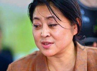 57岁倪萍近照曝光皮肤松弛很憔悴 她告诉我们自然老去最美