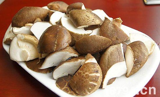香菇的功效与作用及食用禁忌 香菇的营养价值与食用方法