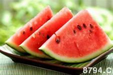 西瓜的功效与作用及食用禁忌 吃西瓜的好处和坏处 西瓜的营养价值