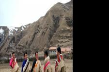 藏族服饰氆氇和藏袍特点
