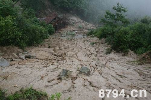 泥石流是自然丑的面貌中最为狰恶的一种