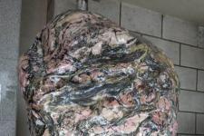 大理石资料介绍:大理石的纹痕是因为石中有了其它元素的成份而造成的