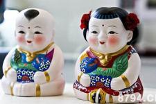 无锡大阿福:以泥土捏塑成娃娃的形象以供小孩子们去玩