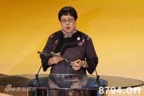 许鞍华凭《桃姐》获最佳导演