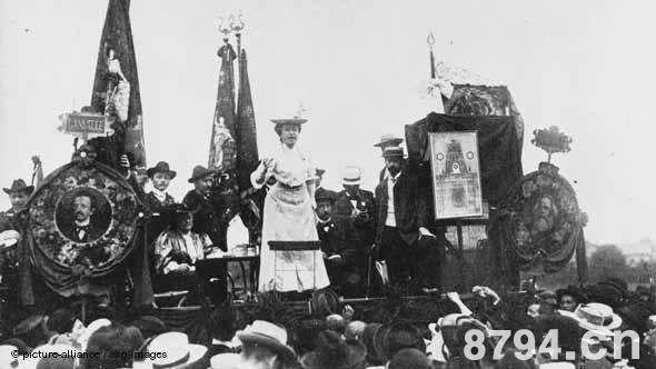 德国十一月革命始末 社会民主党各派对革命的态度及其