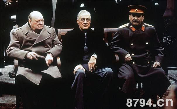 雅尔塔会议。前排左起为丘吉尔,罗斯福、斯大林。