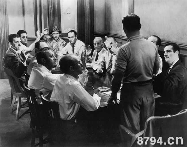 国外电影史上那些牛叉闪闪的电影处女作西德尼鲁米特1957年作品《十二怒汉》