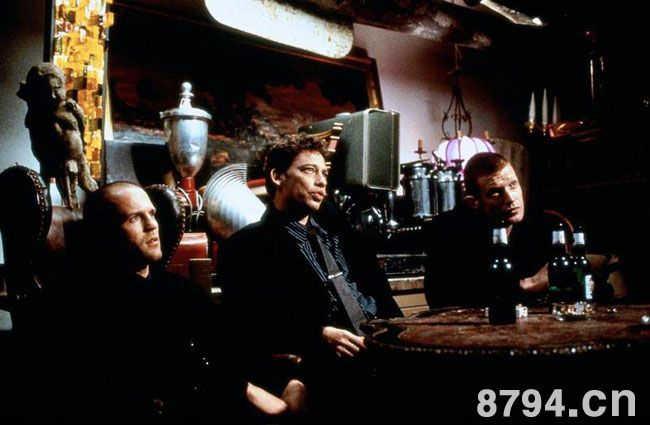 国外电影史上那些牛叉闪闪的电影处女作盖里奇1998年作品《两杆大烟枪》