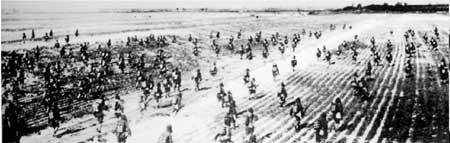 1948年10月15日傍晚,解放军攻克锦州。图为东北野战军在黑山、大虎山地区围歼由沈阳西援锦州的国民党军廖耀湘兵团
