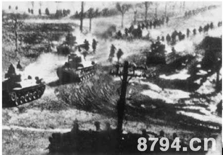解放军步兵迅速扫清沈阳外围,战斗部队疾速向市区开进