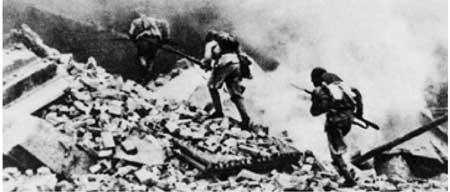 1948年9月26日,在东北野战军发动辽沈战役的同时,解放军华北野战军发动的历时10天的济南战役胜利结束,歼灭国民党军10.4万余人