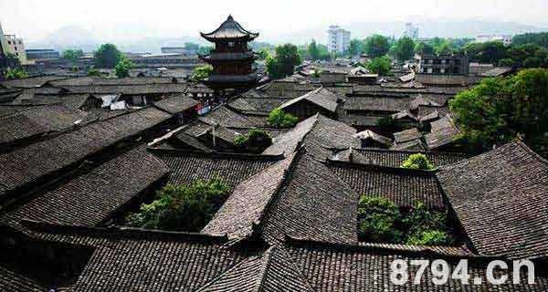 西藏巴青城市风景图