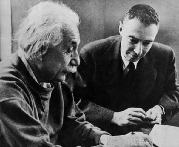 爱因斯坦与美国物理学家欧潘海默