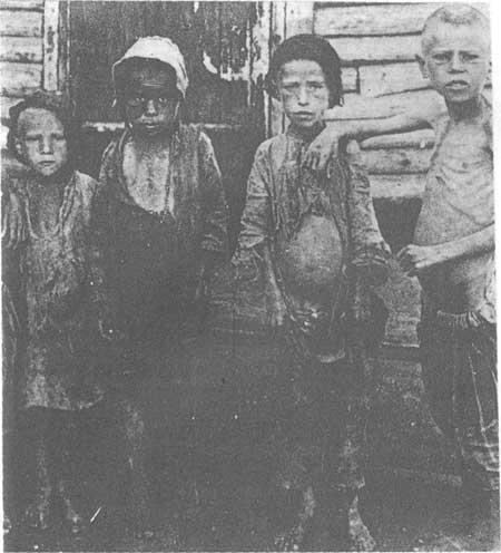 苏俄遭受饥荒,孩子们由于饥饿而面露菜色