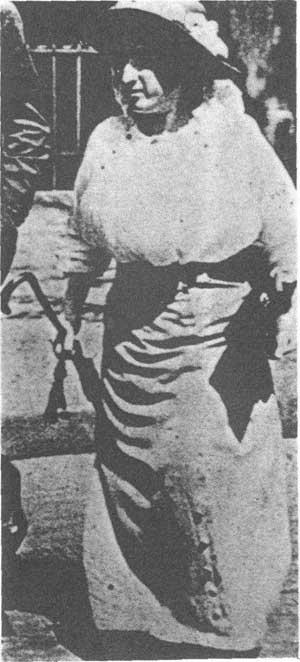 卡尔·李卜克内西,罗莎·卢森堡成了党的主要领导人.