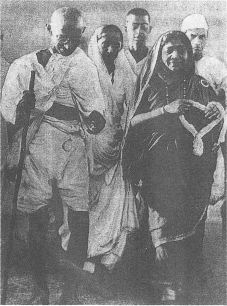 印度开展第二次非暴力不合作运动的历史背景与时间
