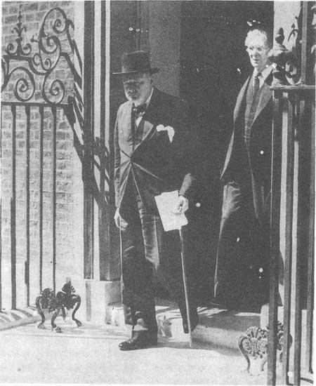 【丘吉尔是哪个国家的前首相】丘吉尔给英国人民带来希望