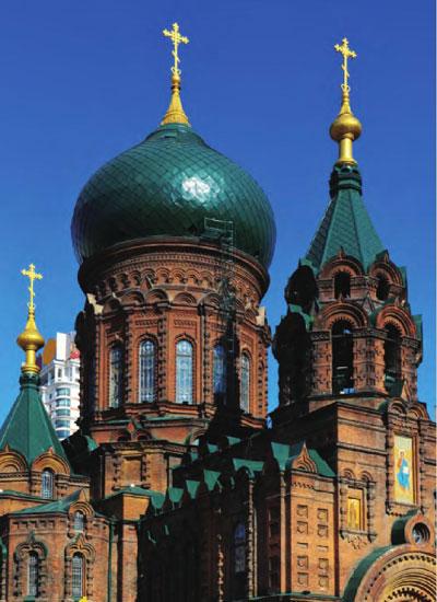 圣索菲亚大教堂具有典型的俄罗斯风格,独特的构造与设计充分展示出建筑的艺术之美。