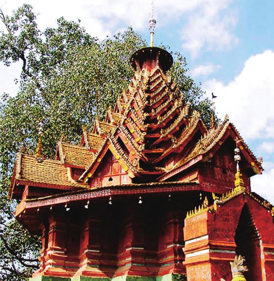 景真八角亭是西双版纳佛教的标志性建筑,建筑的每一个细节都彰显着浓厚的傣族风格。