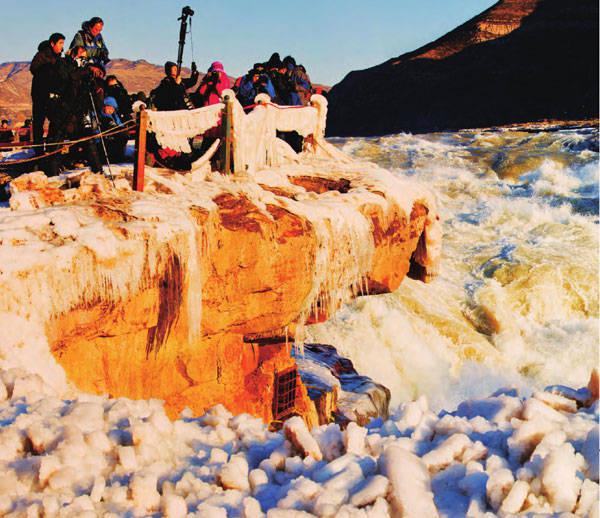 每年冬季,黄河壶口瀑布都会形成壮丽的冰瀑。