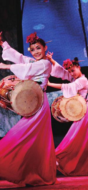 朝鲜族姑娘个个美丽多姿,能歌善舞。