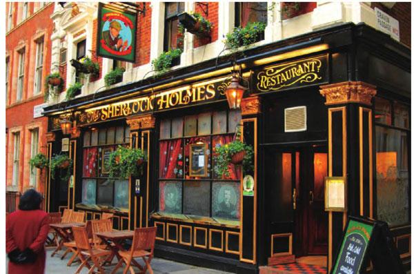 伦敦街边处处是咖啡馆,闲暇的午后吃着茶点品着咖啡,好不惬意的小资生活。
