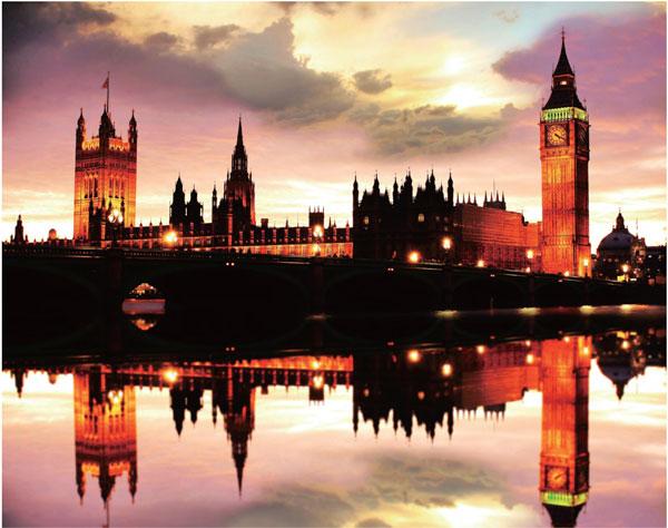 大本钟在伦敦的虹色雾霭之中,有一种绚烂夺目的美丽。
