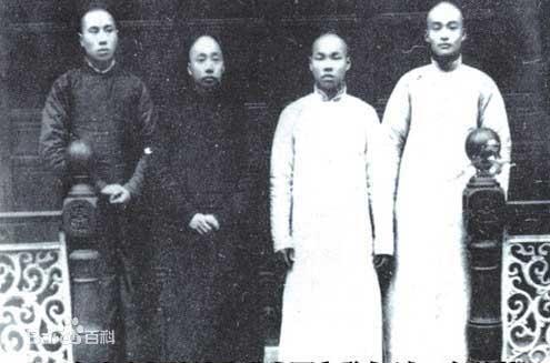 侯德榜(右二)与同学。