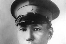 蒋介石的家庭背景父亲母亲叫什么名字 蒋介石小时候的照片