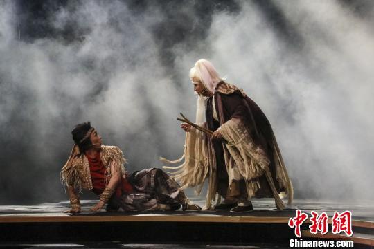 剧中神仙和唐哥见面 钟欣 摄
