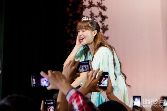 金莎全国巡演引爆杭州 万人大合唱场面险失控